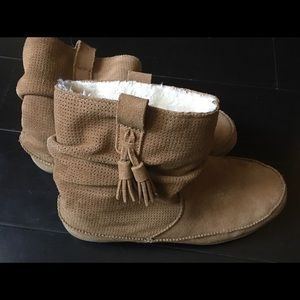 American Eagle fluffy boots